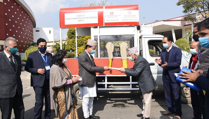 स्वाब संकलनका लागि काठमाडौं महानगरले ल्यायो मोवाइल भ्यान
