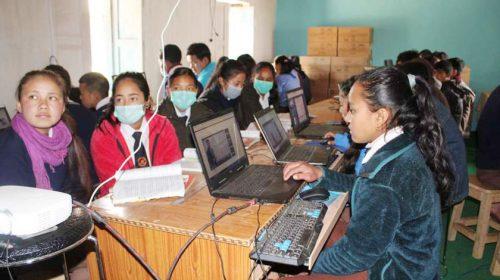 ई–लाइब्रेरीमा झुम्मिए विद्यार्थी