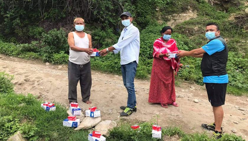 सिविन नेपालद्वारा दोलखामा सावुन र माक्स वितरण