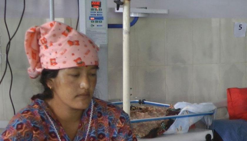 चरिकोट अस्पताल दोलखाले बेहोस भएकी महिलाको शल्यक्रिया गरि आमा र बच्चा दुवैको ज्यान जोगाउन सफल