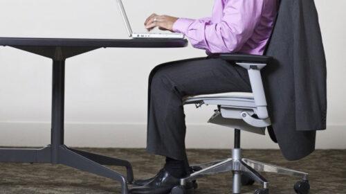लामो समयसम्म कुर्सीमा बसेर काम गर्दा मोटोपनको समस्या